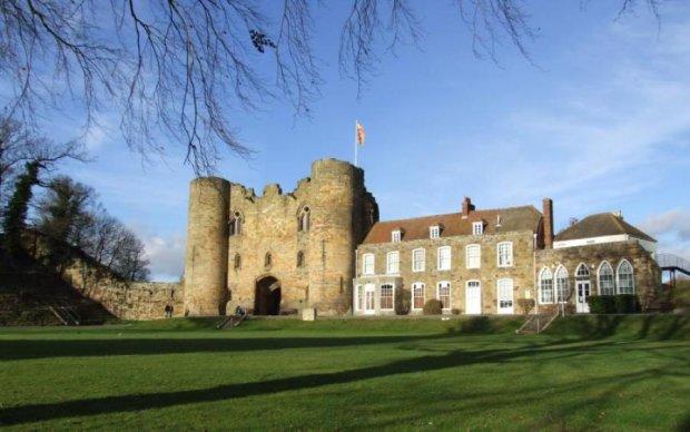 Старовинний замок налякав відвідувачів до напівсмерті: фото