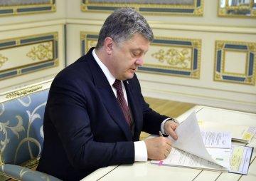 Порошенко анонсировал километровый список санкций для России: азовский пакет