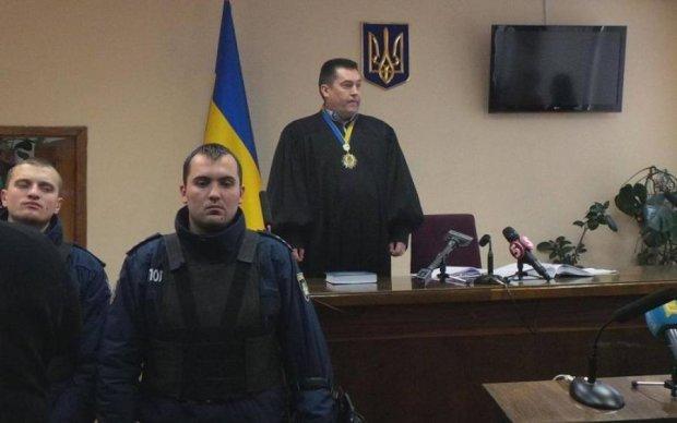 Київський райсуд залишився без захисту: всі подробиці
