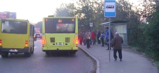"""Львів'яни вимагають повернути безкоштовний проїзд для пільговиків - набивають кишені під """"ширмою"""" карантину,"""