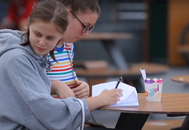 Школьники, скриншот с youtube