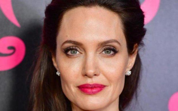 Змарнілу Анджеліну Джолі виписали з психлікарні: фото