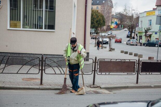 Знайшов під під'їздом 200 тисяч гривень: українець міг озолотитись вмить, але обрав інший шлях