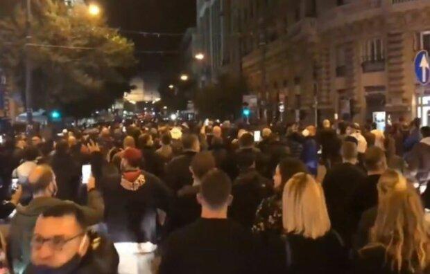 Протесты в Неаполе, скриншот: YouTube