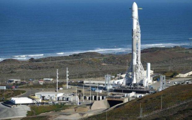 Запуск Falcon 9: ракета SpaceX не смогла оторваться от земли