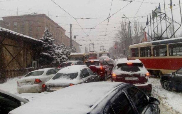 В Киеве автобус протаранил маршрутку с пассажирами: жуткие фото
