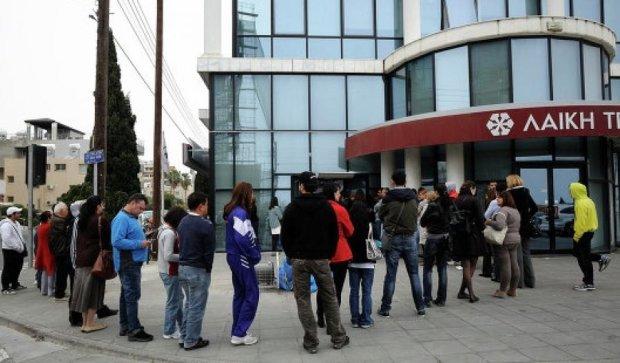 У Греції вкладники масово знімають гроші з рахунків