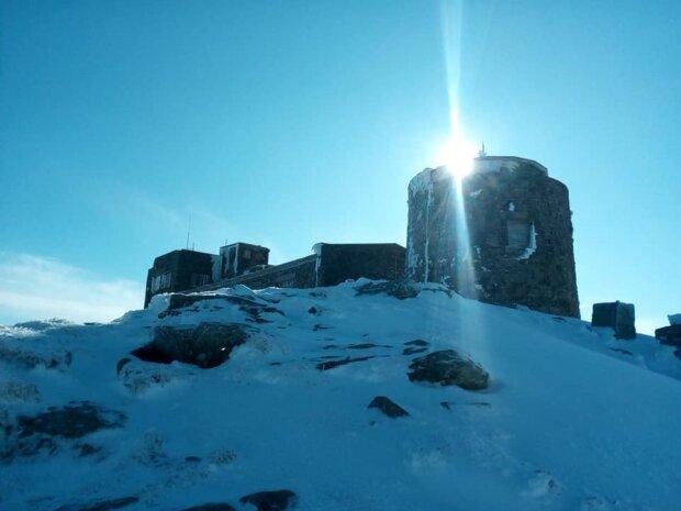 У Карпатах продовжує валити сніг - зима не відпускає українські Альпи навіть в червні