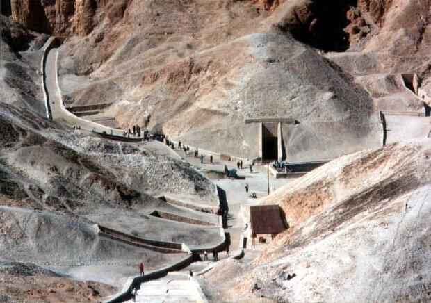 В гробнице Тутанхамона нашли новое помещение, неужели там похоронена Нефертити?