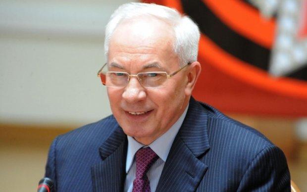 """Слова Захарченко обидели Азарова, ведь беглец """"родине не изменял"""""""