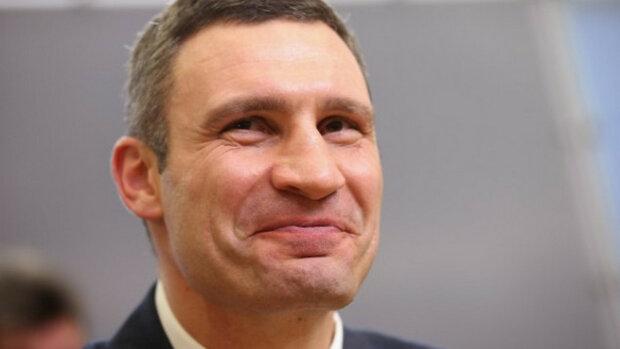 Сплошная милота: Кличко завел аккаунт в TikTok и снял видео с гномиком под елкой