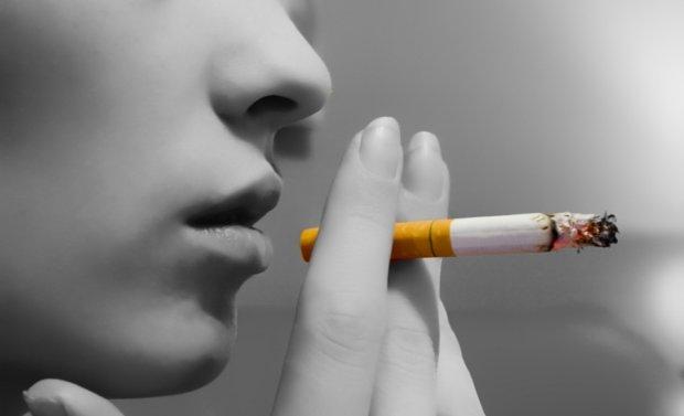 Лекарство от болезни Альцгеймера нашли в сигаретах