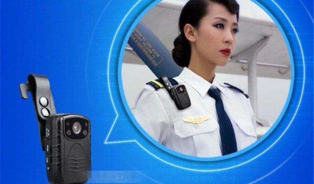 Нова поліція отримала форму з Канади