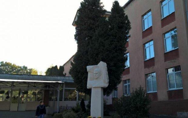 Львівський ліцей закрили на карантин - коронавірус знайшли у десятка вчителів