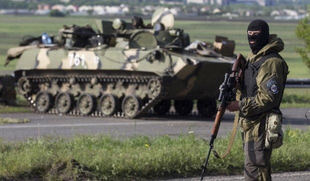 Боевики обстреляли мирный поселок Новгородское из танков