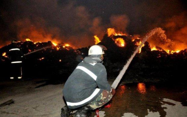 Пекельна НП у Києві: півсотні машин згоріли в одну мить