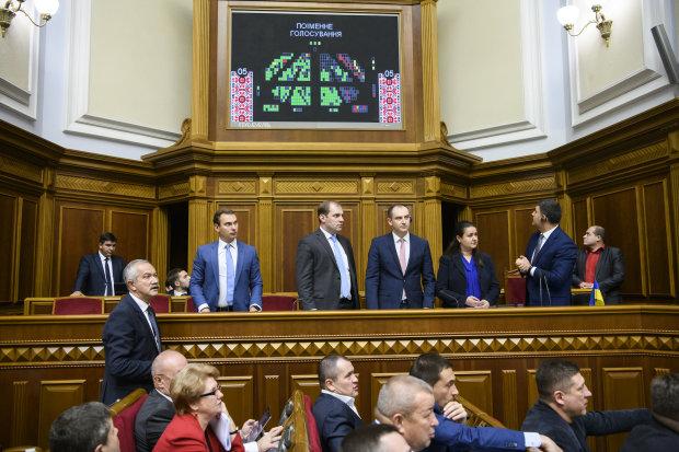 """Головне за ніч: шанси Зеленського, """"посланці"""" Путіна та бюджетні ігри"""