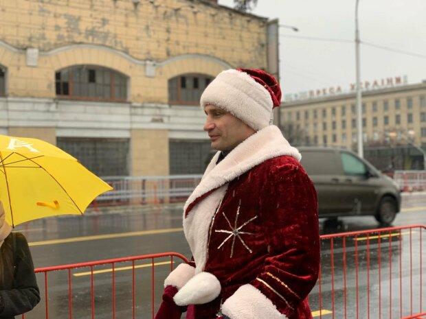 """""""Шулявка їде!"""": Кличко в костюмі Діда Мороза відкрив рух """"відпочилим"""" мостом"""