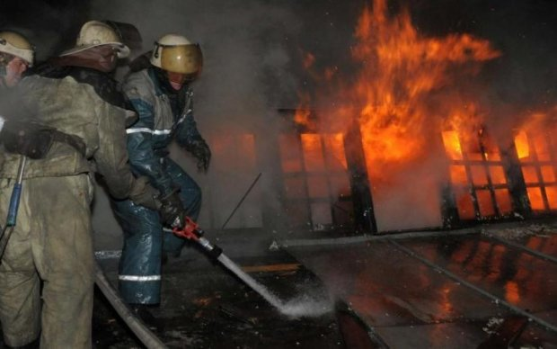 Огонь и паника: в Питере тушат масштабный пожар