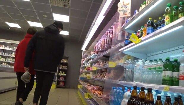 Торт з супермаркету виявився з огидним інгредієнтом: через такого і солодке їсти перестанеш