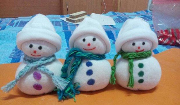 Трирічний малюк продає сніговиків для лікування  раку (фото)