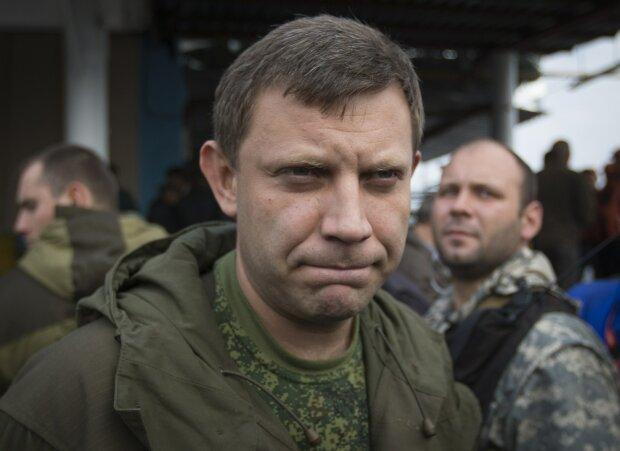 """Оккупанты изуродовали Донецк бюстом Захарченко, соцсети валяются от смеха: """"Криворукая поделка"""""""