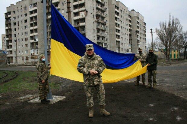 В Авдеевке взвился украинский стяг, facebook.com/pressjfo.news