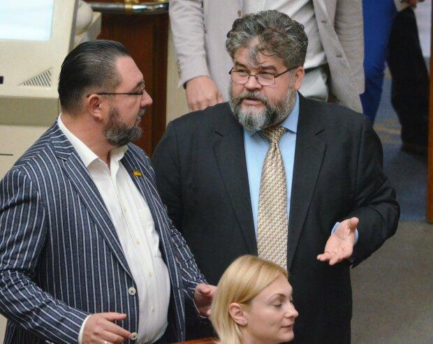 """Романенко показал, что Яременко с проституткой в Раде такой не один: """"Делать какую-то х**ню, несовместимую с разумом"""""""