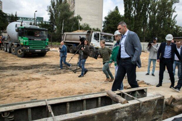 У чиновников Кличко нашли миллионы, предназначенные для метро на Виноградарь - СБУ уже на пороге