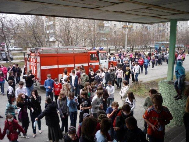 Киевскую школу срочно эвакуировали из-за опасного ЧП