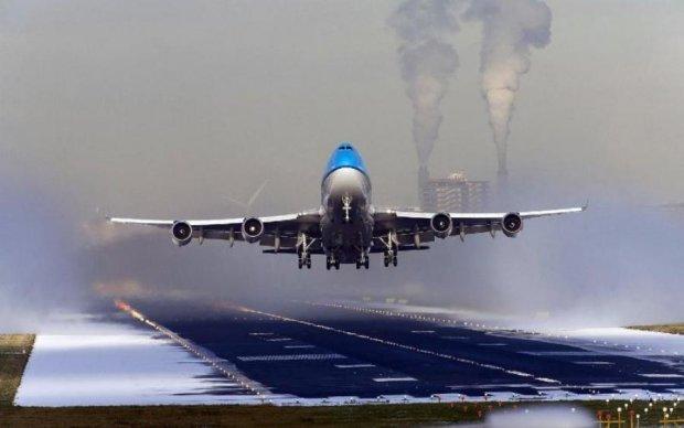 Для гурманів: багатотонний літак заправили соусом... і він полетів