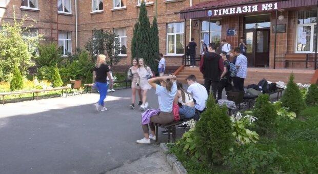абитуриенты, скриншот из видео