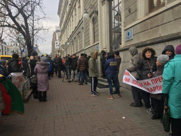 """Малышей согревают бутылками, пациенты замерзают в больнице, закрываются школы: от Кривого Рога до Шепетовки украинцев добивает """"неожиданная"""" зима"""