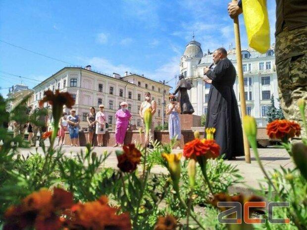 В Черновцах зазвонили колокола в честь героя - погиб, спасая боевых побратимов