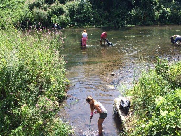 Харковом потекли помаранчеві ріки: містяни не вірять власним очам, попахує катастрофою