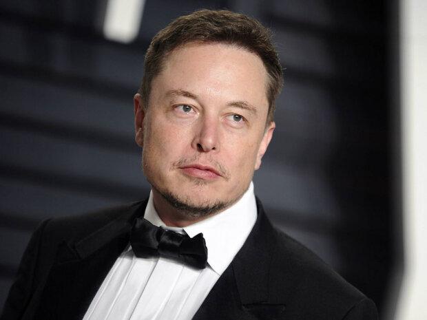"""""""Не стій тут стовпом, застрибуй"""": Ілон Маск анонсував випуск """"говорящих"""" автомобілів Tesla"""