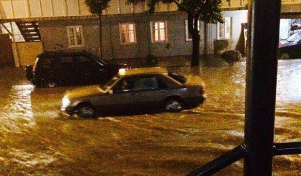 Батумі затопило через сильний повінь (фото, відео)