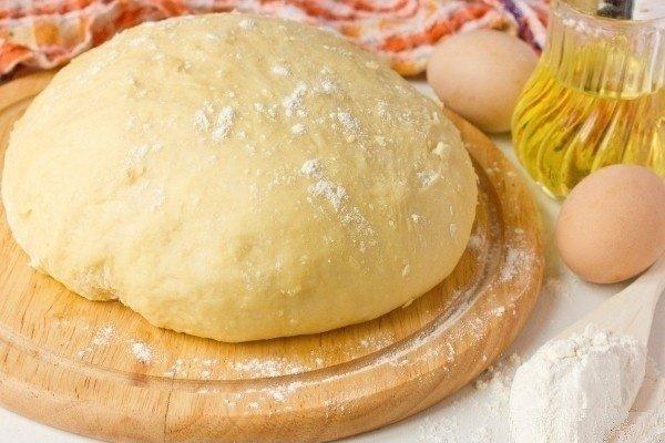 Смачне дріжджове тісто для піци всього за 20 хвилин