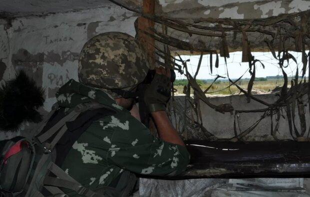 Обстрел домов в Золотом накануне разведения сил: что рассказали местные жители