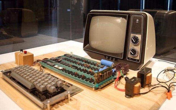 Первый компьютер Apple выставили на аукционе