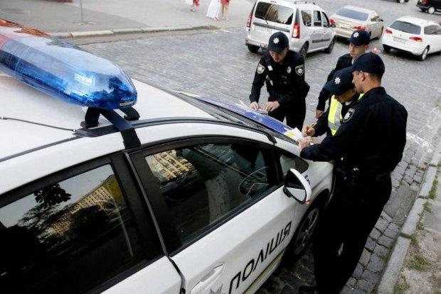В Киеве разъяренная толпа забросала мэра тухлыми яйцами: назвал украинский паспорт тряпкой