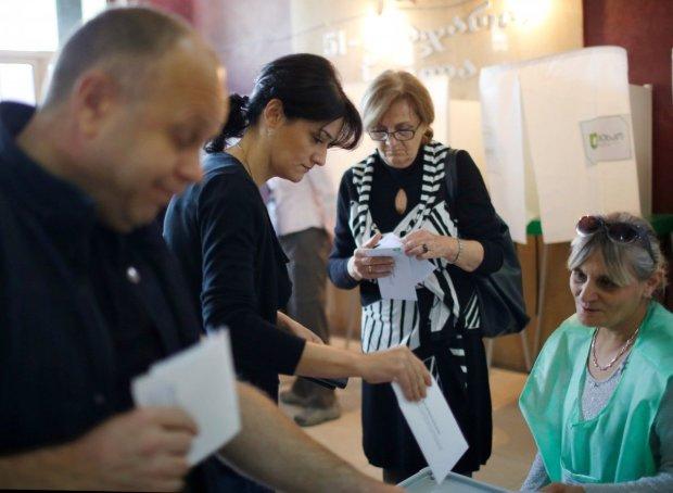 Зеленский предложил украинцам контролировать выборы: как стать наблюдателем