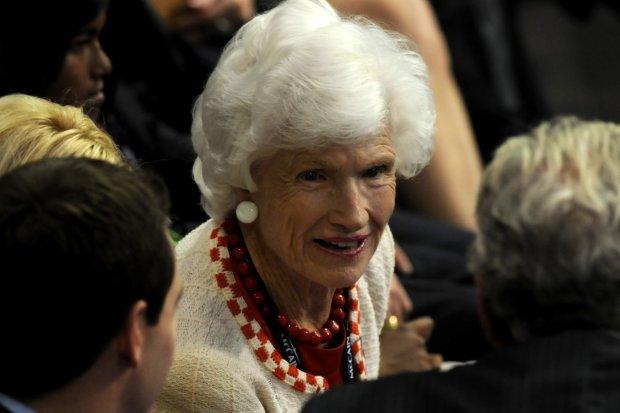 Важкий удар: як переживає смерть Маккейна його 106-річна мати