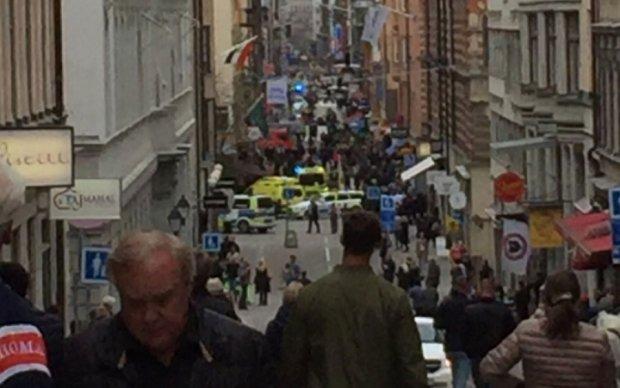 У Стокгольмі вантажівка протаранила натовп: з'явилося перше відео