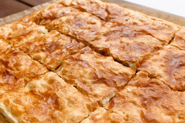 Листковий пиріг з сиром і зеленню: домашній рецепт