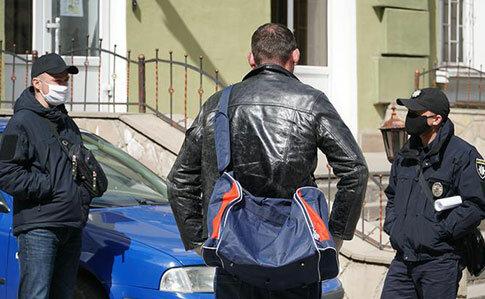 Развод из-за пандемии? Перепуганная тернополянка не пустила домой мужа, вернувшегося из Польши