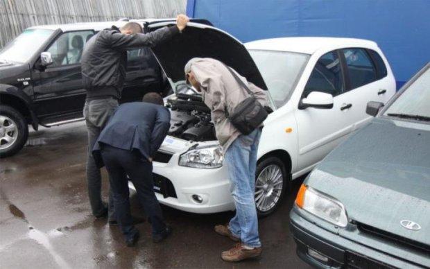 Популярность б/у авто впечатляет: что и сколько покупают украинцы