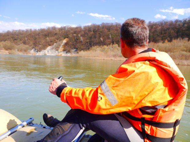 Русло річки розвернули, аби відшукати тіло дитини: вкоротили віку найрідніші люди