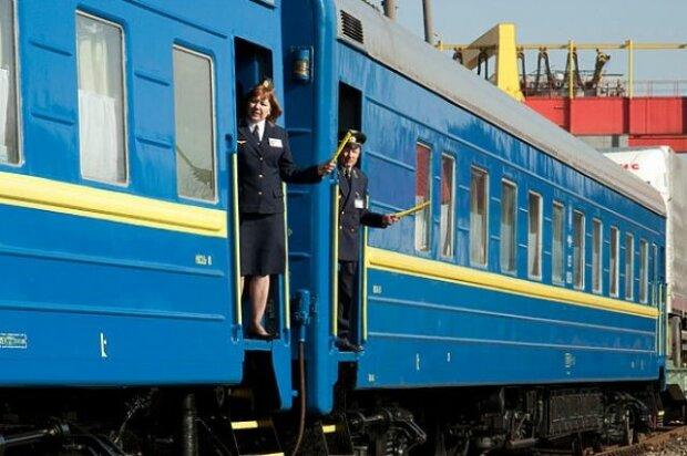 """В Запорожье старушку вышвырнули из поезда, новый рекорд хамства от Укрзализныци: """"Все тут завоняла"""""""
