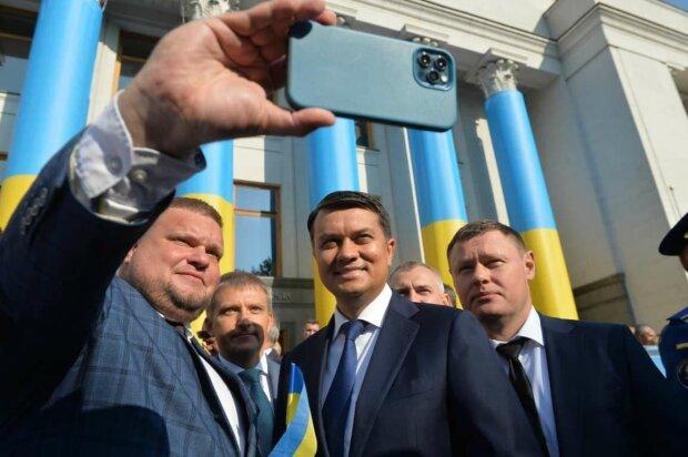 Верховная Рада утвердила новый Герб Украины: как выглядит патриотический символ